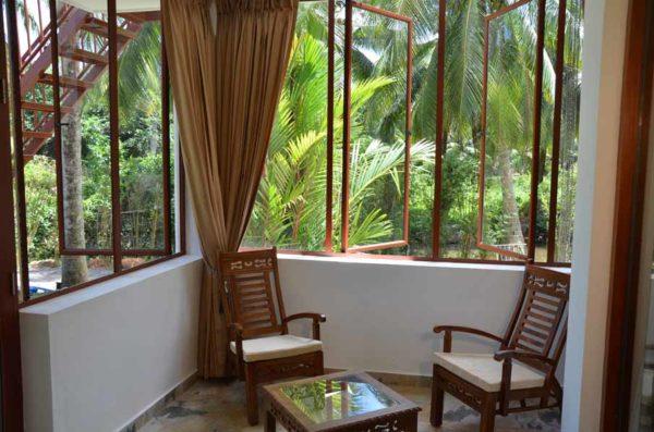 Ayurveda Resort Zimmer Veranda mit Sitzecke und Gartenzugang Villa Raphael