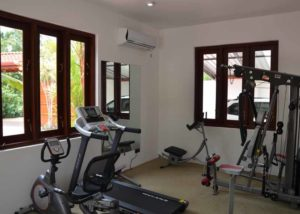 Ayurveda Resort Fitnessraum mit Laufband Villa Raphael Sri Lanka Bentota
