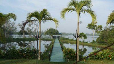 Ayurveda Resort Gartenanlage Steg zum Natursee Bentota