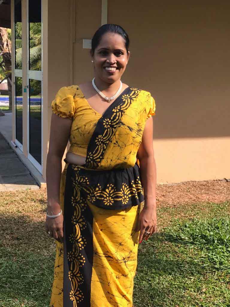 Ayurveda Resort Ayurveda Therapeutin Kanthi in festlichem Sari an Neujahr