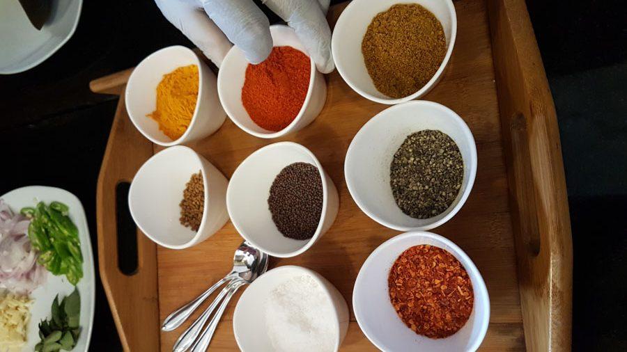 Gewürze für das Curry in der ayurvedischen Küche