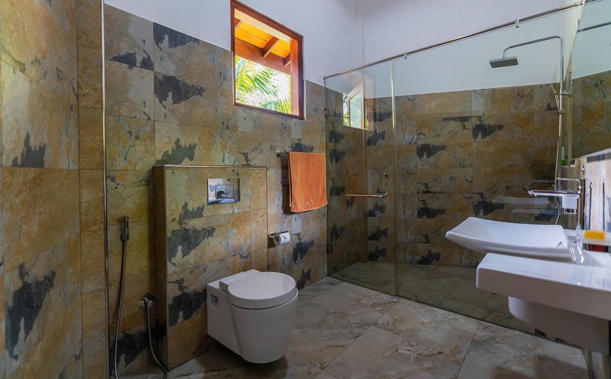 Bungalow-Badezimmer modern